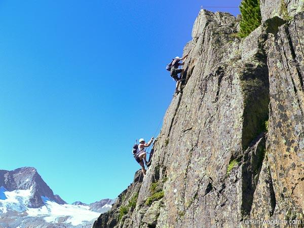 Außenwand vom Fernau Express mit Kletterern