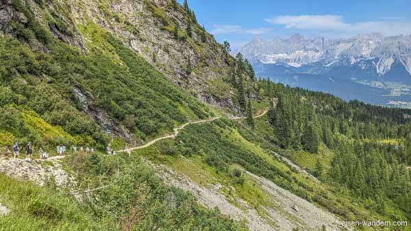Zustiegsweg und Einstiegstafel des Franzi Klettersteig