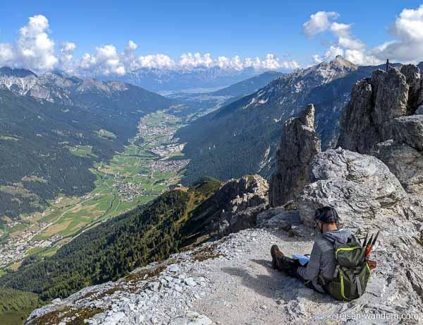 Blick vom Gipfel des Klettersteig Elfer Nordwand in das Stubaita