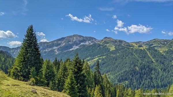 Blick zum Roßkopf mit Rosskopfhütte