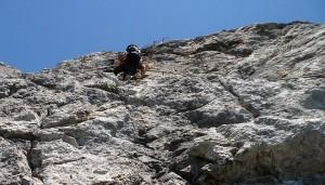 Kurz vor dem Ausstieg geht es noch einmal, leicht überhängend, ein paar Höhenmeter hinauf.