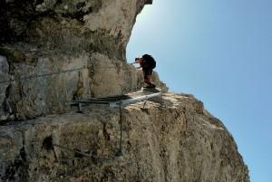 An den schwierigen Stellen wurden Leitern montiert. Manche auch in einer extremen Schräglage.